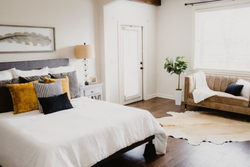 Staging Home To Sell How To - Photo by Isaac Martin on Unsplash